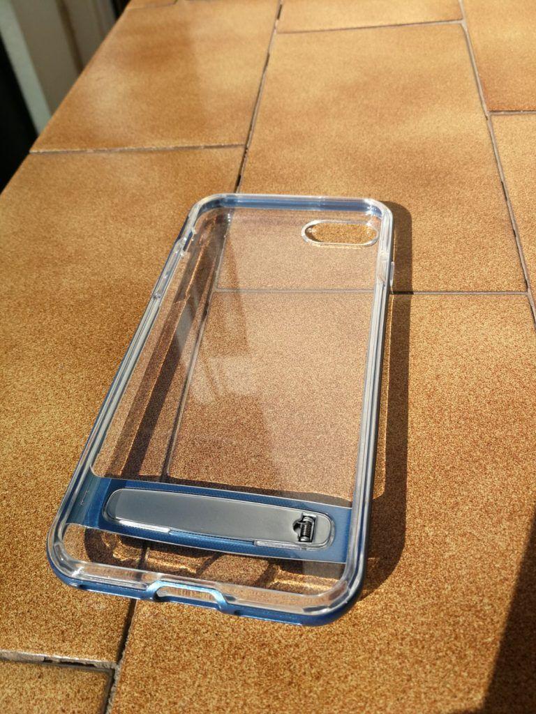 Parte trasera de carcasa transparente y borde azulado