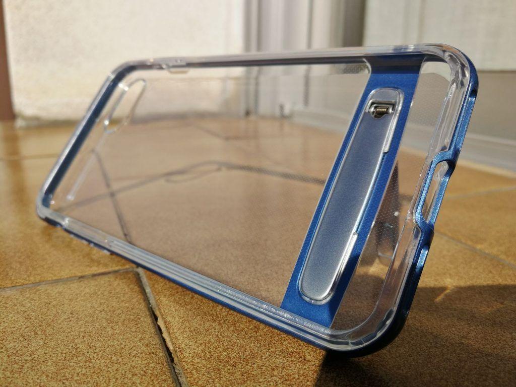Soporte plegable metalico para mantener el iphone en horizontal y vertical en esta carcasa transparente